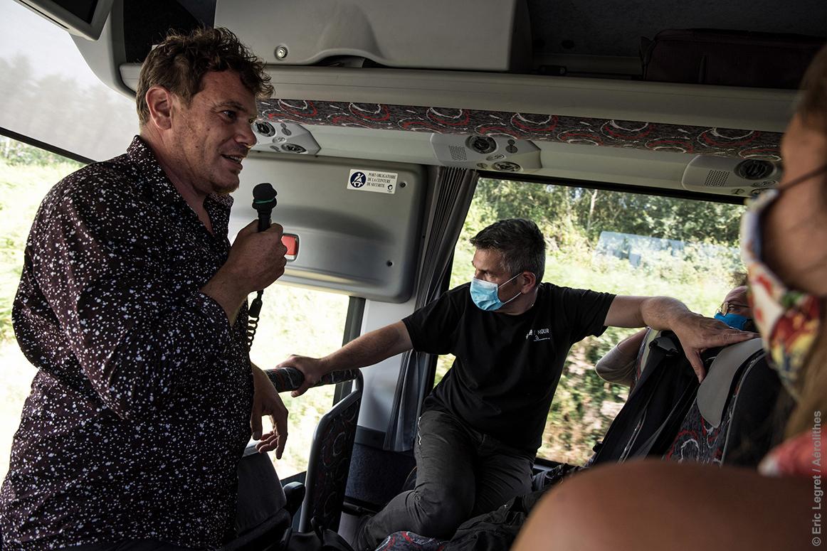 dans un bus,
